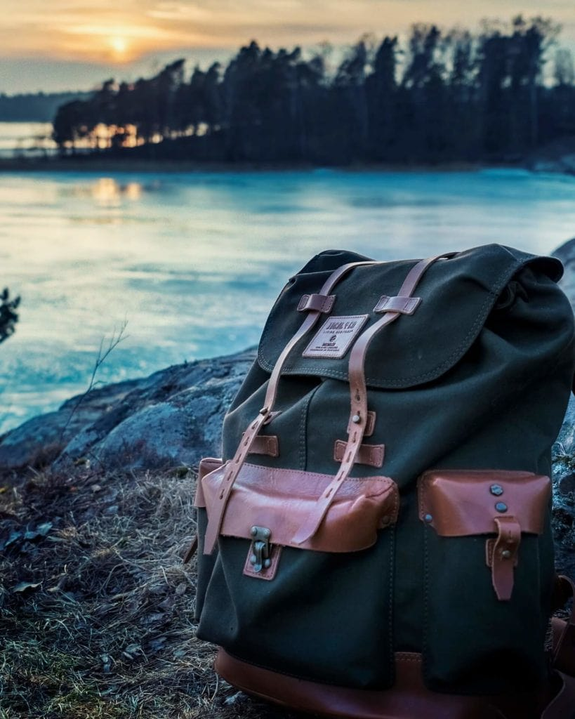 minimalist one bag travel benefits