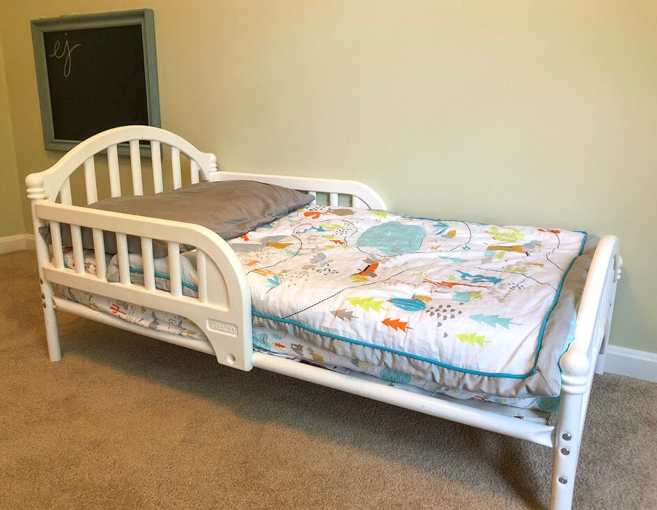 Montessori bedroom toddler bed