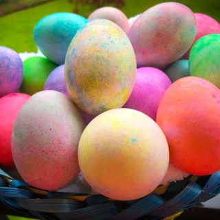 Dye Eggs for Easter with Rice